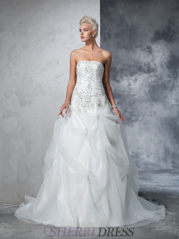 Ball Gown Strapless Tulle Sleeveless Chapel Train Wedding Dresses
